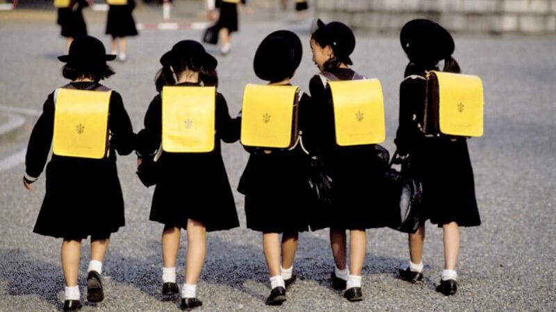 Con bạn có tự đi học không? Làm sao giúp bạn yên tâm