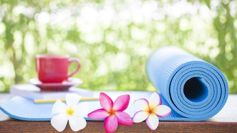 Cách chọn và sử dụng thảm yoga đúng cách để không bị tiền mất tật mang