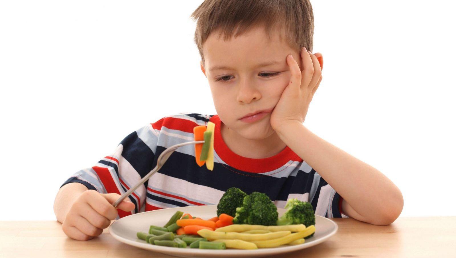 """Báo động """"ép ăn khiến bé suy dinh dưỡng"""" bố mẹ cần thức tỉnh ngay"""