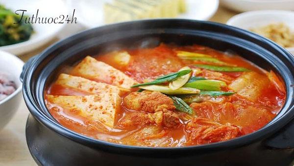 Mách bạn cách nấu nồi lẩu kim chi Hàn Quốc thơm ngon đúng điệu