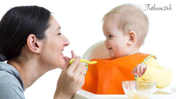 Trẻ bị tay chân miệng nên ăn gì cho mau chóng khỏe lại