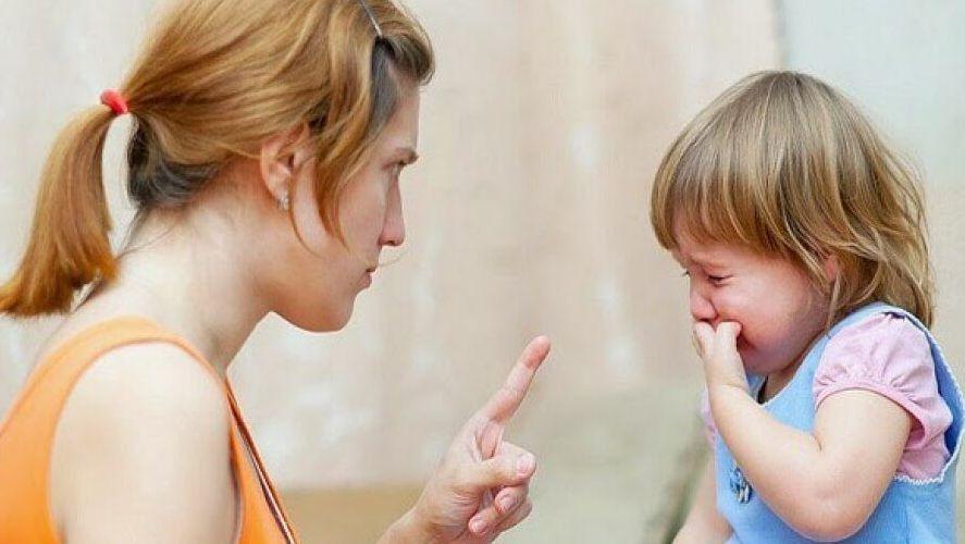 7 thói quen của cha mẹ nuôi dưỡng tính xấu của trẻ