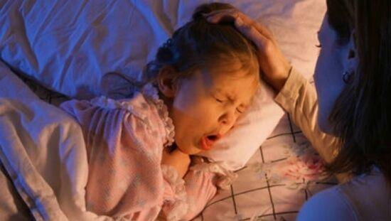 Nguyên nhân trẻ bị ho nhiều vào ban đêm ba mẹ nên lưu ý
