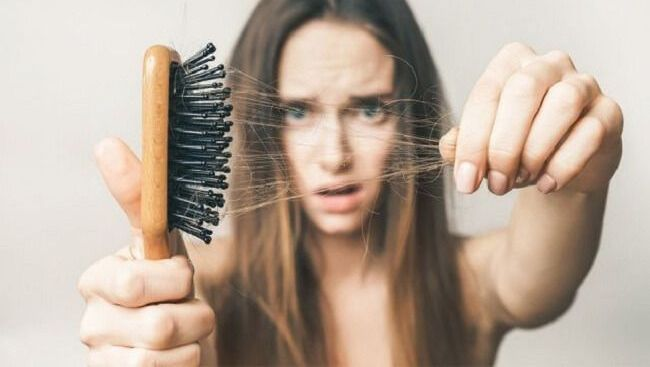 Rụng tóc sẽ không còn là nỗi lo nếu chị em biết những phương pháp này