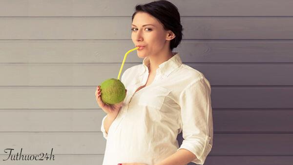 Bà bầu uống nước dừa có tốt cho sức khỏe bé và mẹ không?