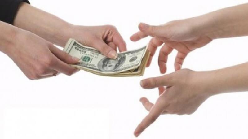 Bạn trai hay mượn tiền nhưng đến hẹn không trả khiến tôi băn khoăn