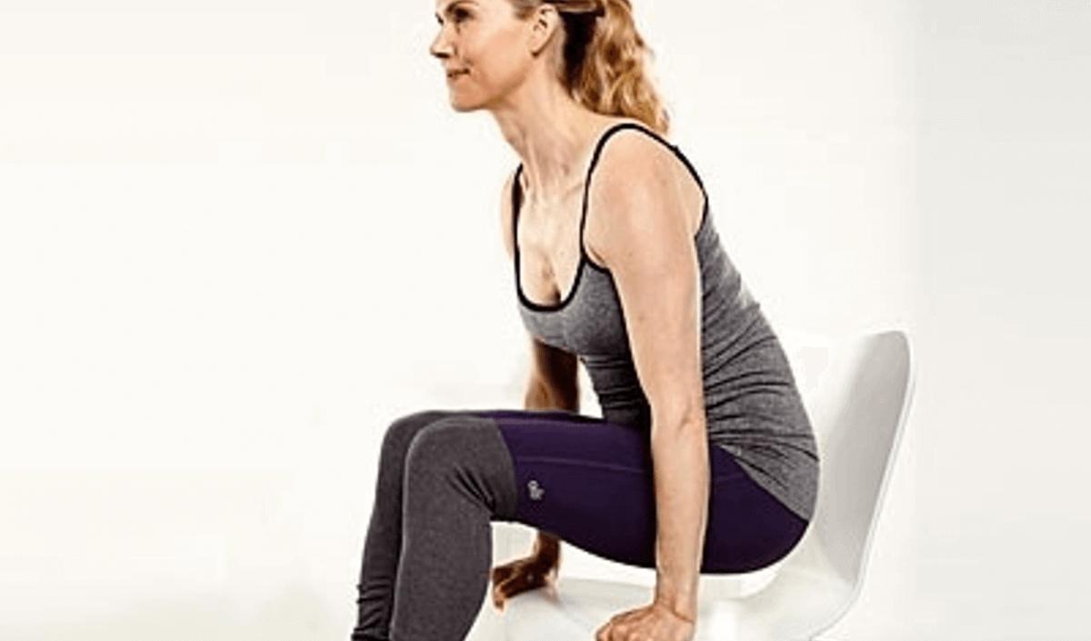 Bật mí 5 động tác yoga có thể tập ngay tại bàn làm việc mà phụ nữ công sở nào cũng nên biết