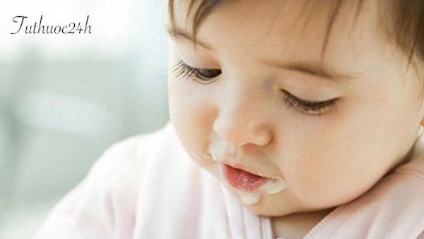 Mẹ cần biết bé mấy tháng ăn được sữa chua? Ăn như nào là đúng cách?