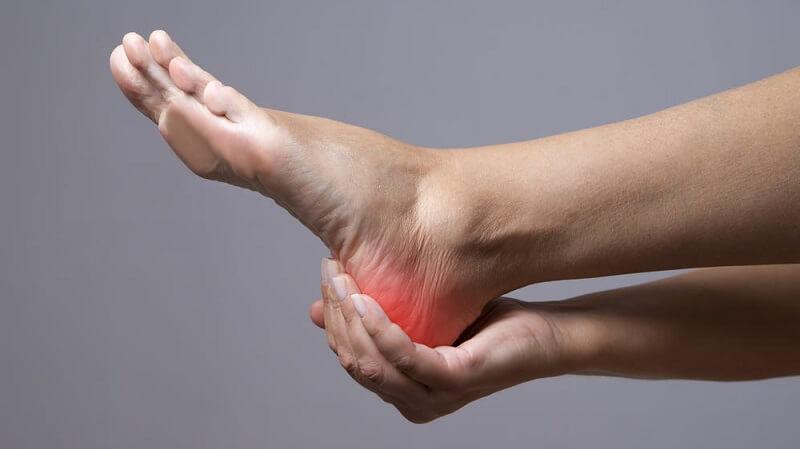 Bị đau gót chân có nguy hiểm không và điều trị như thế nào?