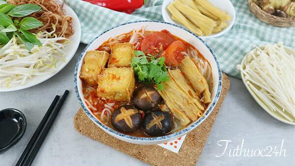 Học cách làm bún Thái chay chua cay, thơm ngon, hấp dẫn cho ngày Rằm