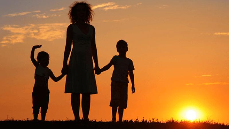 Cha mẹ ly hôn đi đừng đổ lỗi tại con
