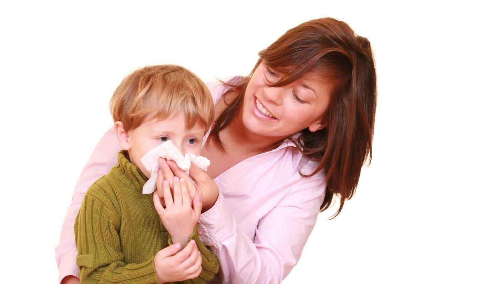 Hậu quả nghiêm trọng từ thói quen ngoáy mũi, hỉ mũi quá mạnh ở trẻ