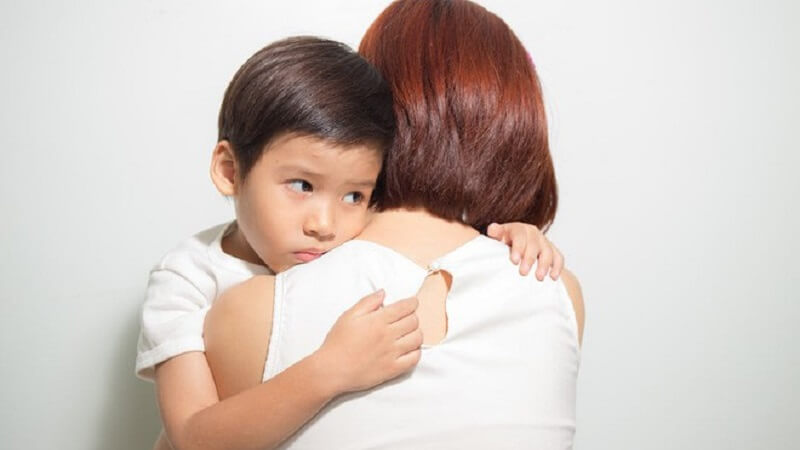 """""""Con à! Mẹ con mình về ngoại nhé"""" không có bố con đừng buồn"""