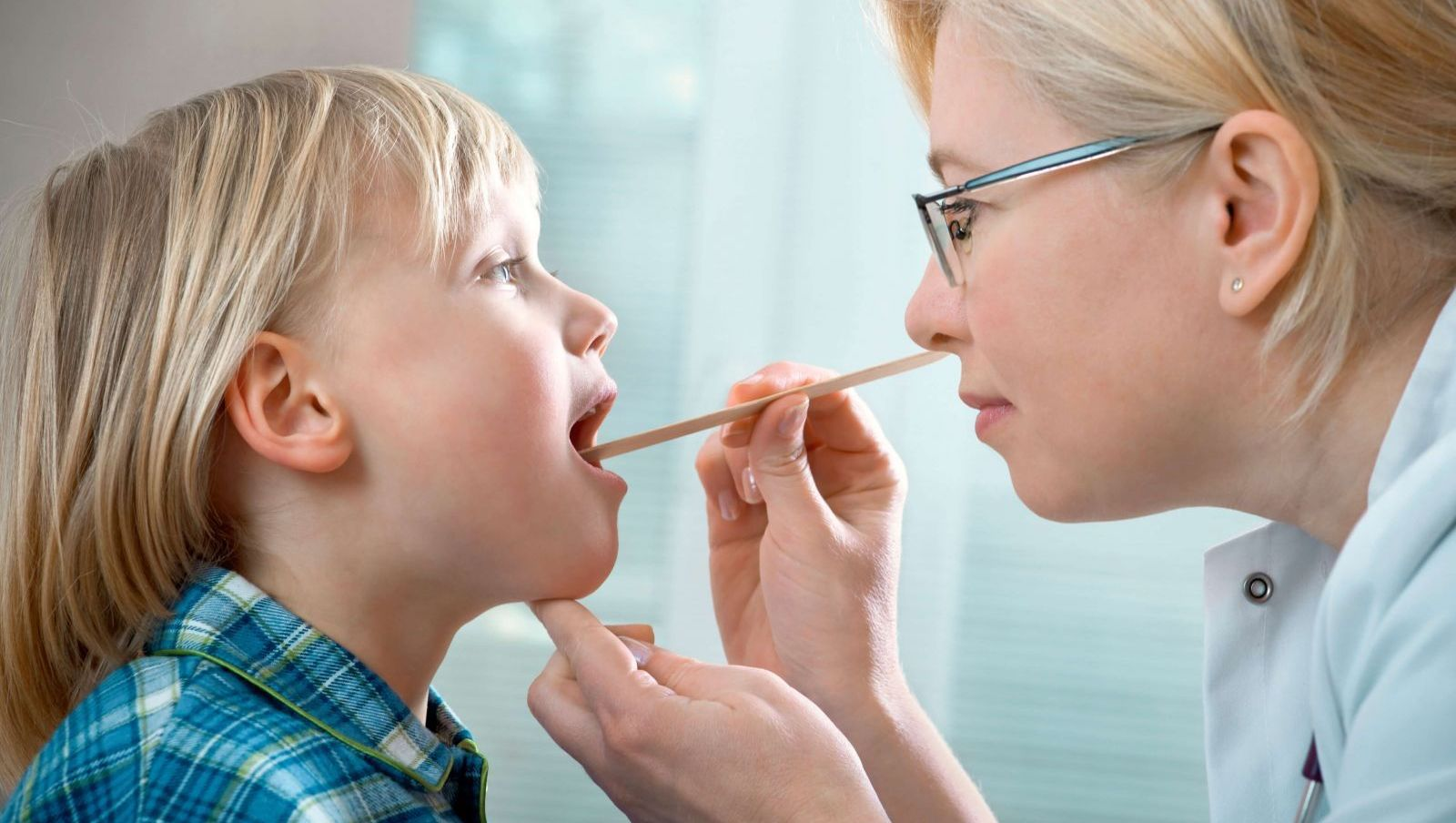Đừng bỏ qua chứng viêm họng ở trẻ trong mùa lạnh