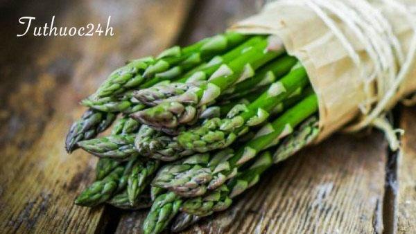 """Một phút """"búng tay"""", có ngay món măng tây xanh đầy dinh dưỡng"""