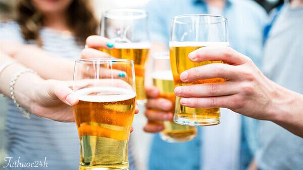 Mẹo uống bia không say cực hiệu quả chiến đấu cho mọi bửa tiệc