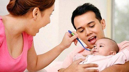 Một số cách đơn giản mẹ có thể dùng tại nhà để chăm sóc bé mắc bệnh sởi