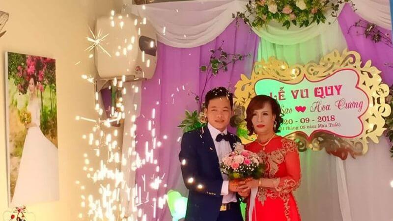 Nhiều người đến quấy rối đám cưới của cặp đôi cô dâu hơn chú rể 35 tuổi