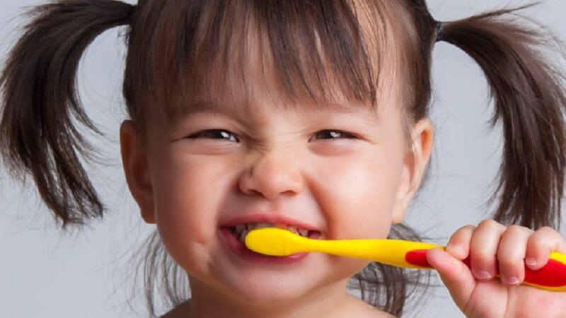Răng trẻ bị hỏng vì 5 quan niệm sai lầm của cha mẹ