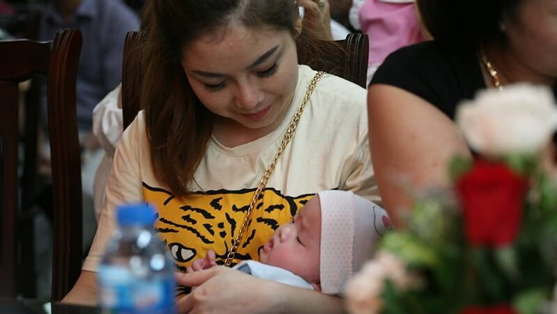 Thụ tinh trong ống nghiệm thành công 100 em bé chào đời trong niềm hạnh phúc vỡ òa của các cặp hiếm muộn