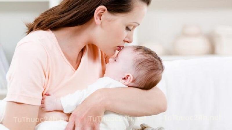 Trẻ sơ sinh bị tiêu chảy mẹ nên ăn gì để hỗ trợ điều trị