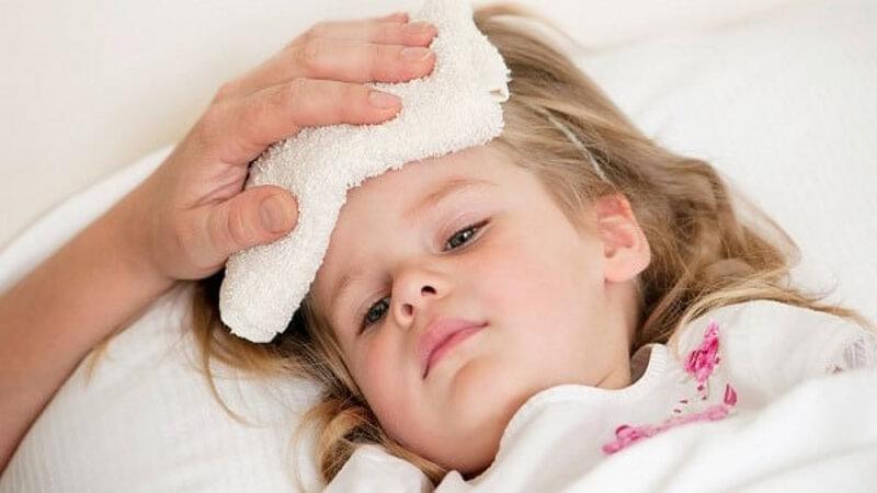 Cách xử lý khẩn cấp khi trẻ bị sốt cao